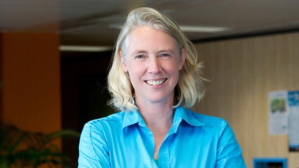 Op de foto staat Mariska van Dalen, zij is initiatiefnemer van het Platform voor Maatschappelijk Verantwoord Inkopen